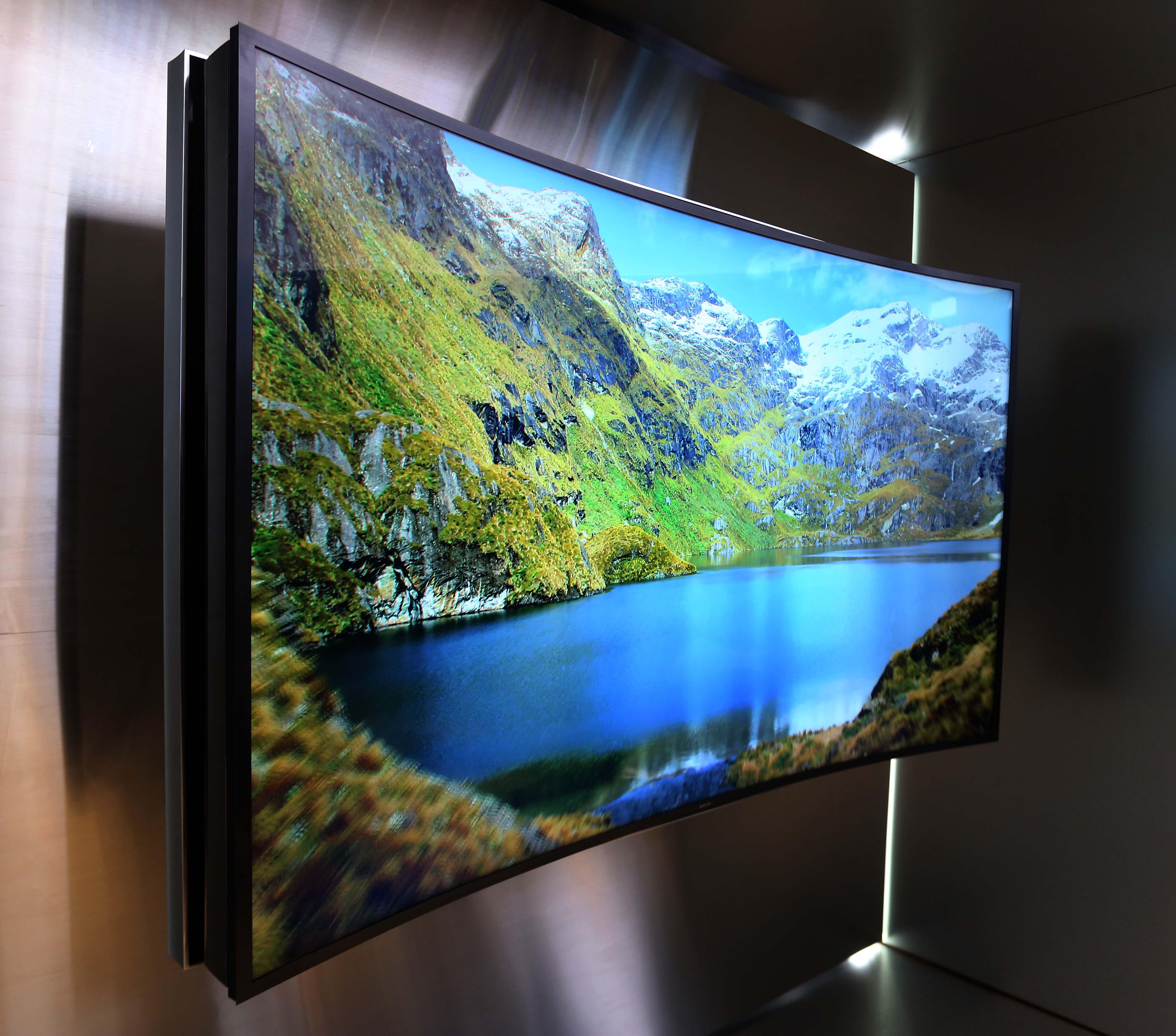 7092da7dcc2 Samsung revela los primeros televisores curvos UHD en CES 2014 ...