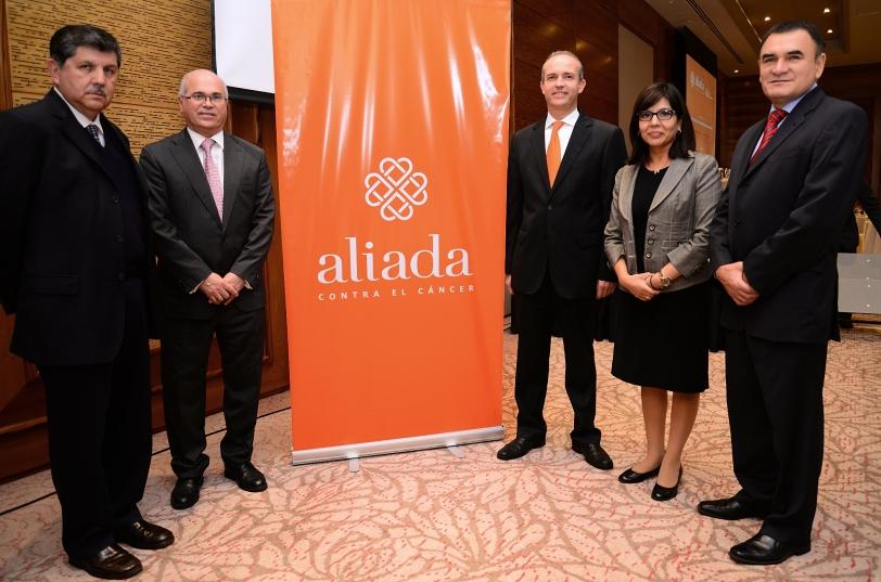 De izquierda a derecha: Dr. Pedro Luna, Dr. Carlos Carracedo, Francisco Feliú, Dra. Paola Montenegro y Dr. Jorge Gallardo